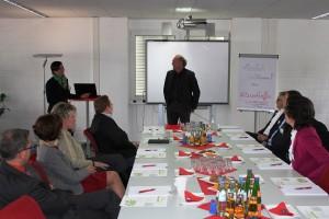 Die Organisatoren der Unternehmen URANO und SkillCert begrüßen die TeilnehmerInnen